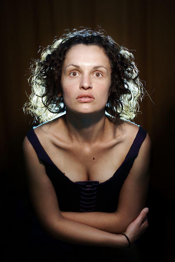 Portrait de charlotte en corset violet