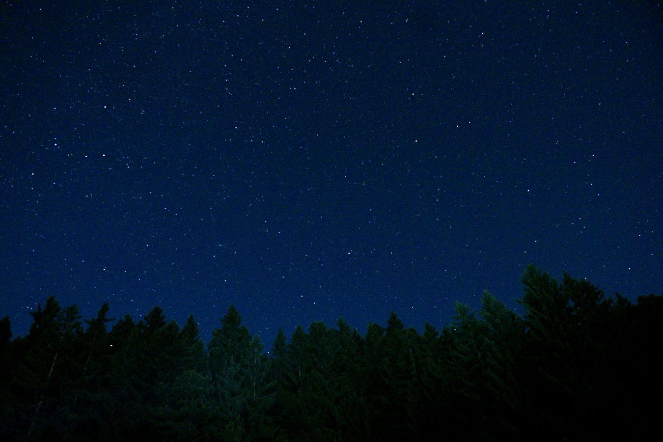 Pour la nuit des étoiles filantes, je suis allé à Lucinges à côté d'Annecy pour les voir. Quelle déception ! Je n'en ai vu que 7 et aucune dans mon cadre.