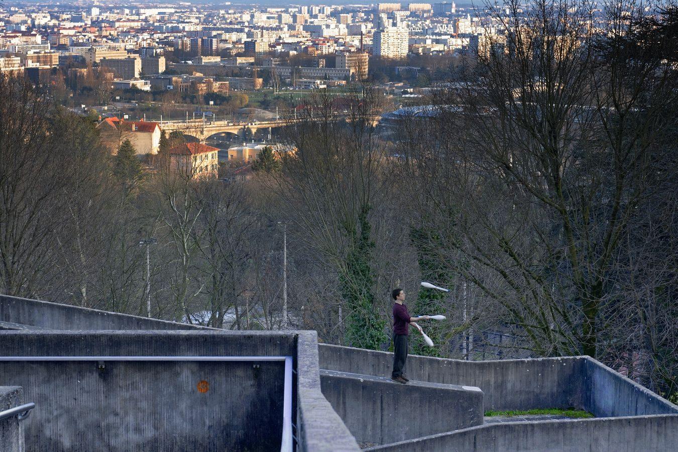 Au loin, Lyon