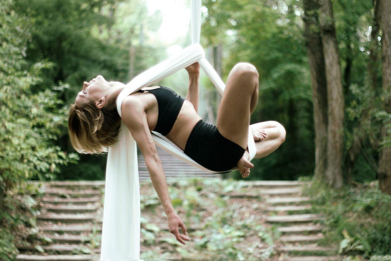 Silk hamok in open air
